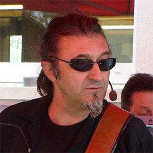 Peter von Dr. Music - Gitarre und Vocals